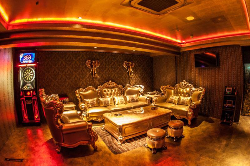 VIP高級カラオケ付き個室 Private Luxury Room 1